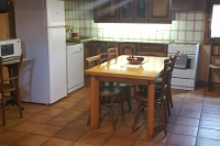 El menjador al costat de la cuina